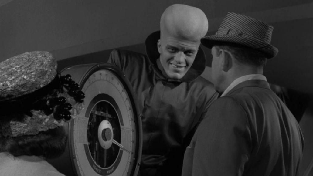 MV5BODFiYzA1MTktMDY5Ni00Y2YxLTg3OTAtZDE3YzM2NTZiOWI0L2ltYWdlXkEyXkFqcGdeQXVyMDgyNjA5MA@@. V1  The Twilight Zone in 10 Episodes: Rod Serlings Greatest Hits