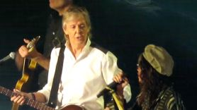 """Paul McCartney and Aerosmith's Steven Tyler perform """"Helter Skelter"""""""