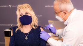 Dolly Parton receives COVID-19 vaccine