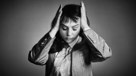 """Angel Olsen Shares New Song """"Alive And Dying (Waving, Smiling)"""""""